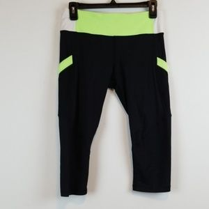 Lululemon crop capri exercise pants size 6